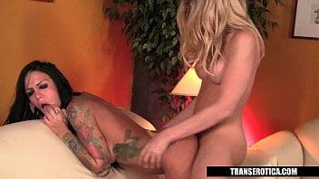 Angelina Torres mete gostoso com a tatuada da companheira danada