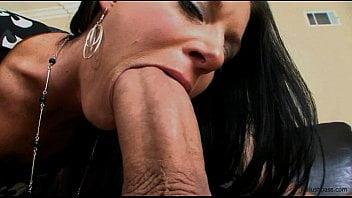 Filme pornô bom de assistir com dotado comendo moreninha