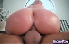 Porno loira gostosa dando seu cuzão com tesão