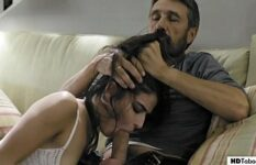 Vídeo porno incesto tio tarado comendo sobrinha novinha