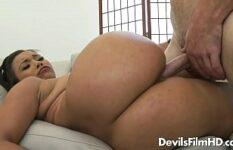 Bunda grande e buceta apertada