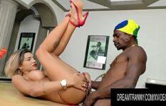 Porno brasil HD negão fodendo linda travesti peituda