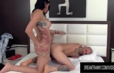 Tgirl brasileira comendo o cu do namorado