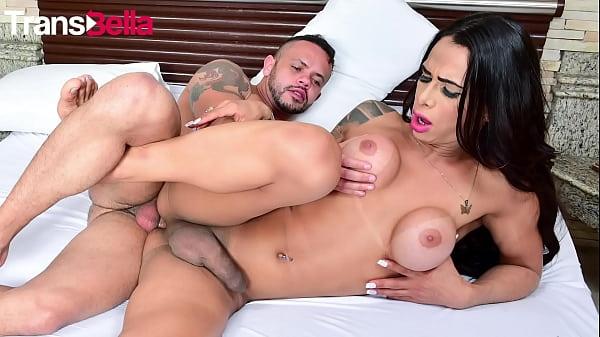 Sexo full HD com travesti de luxo