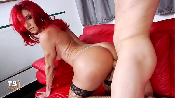 Vedeo porno HD com travesti ruiva rabuda