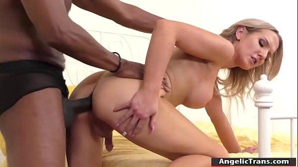 Porno full HD negão fodendo travesti feminina